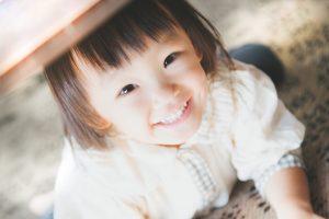 笑顔の幼児